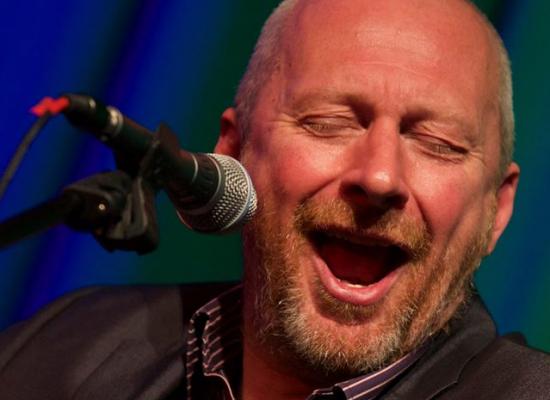 Singer Colin Vearncombe dies