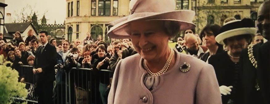 Queen Elizabeth in Manchester 2011