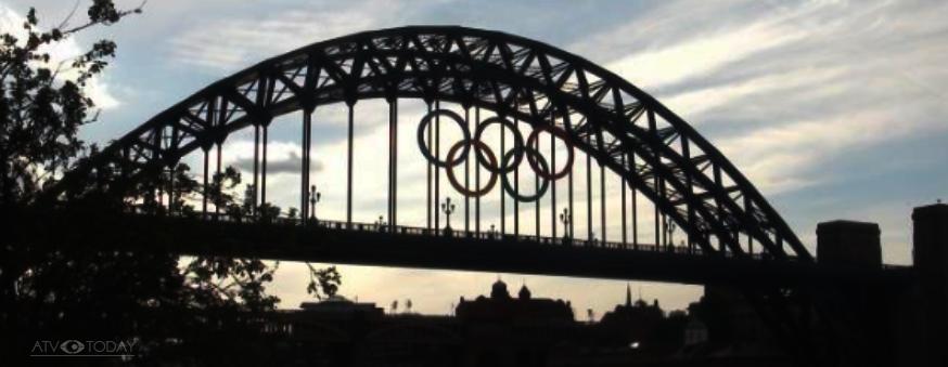 Olympic Games rings 2012 on the Tyne Bridge
