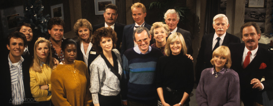 1986: The Crossroads Cast with new producer William Smethurst. Central Television/ITV
