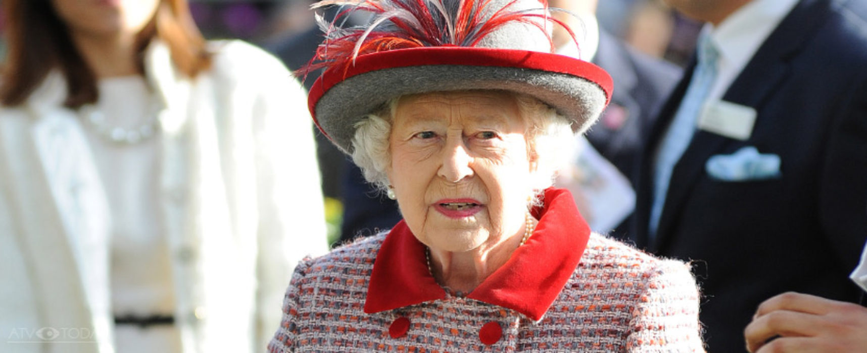 Queen to address nation on Sunday evening