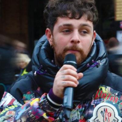 Singer Tom Grennan surprises Coventry shoppers