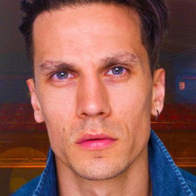 Aaron Sidwell stars in Buyer & Cellar
